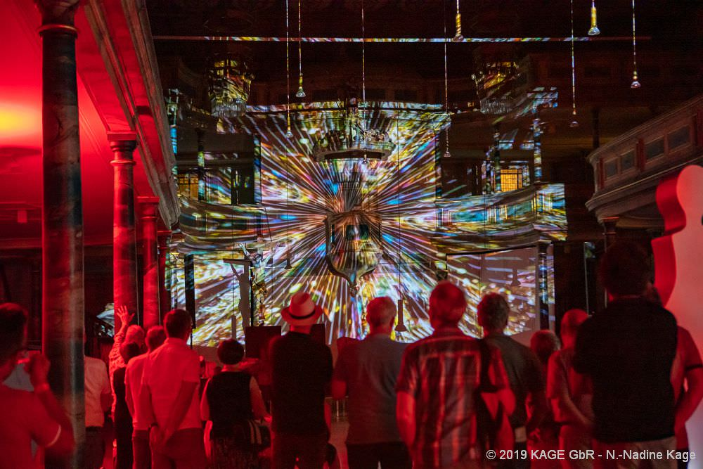 KAGE Video Science Art - Projektion in der Stadtkirche Göppingen